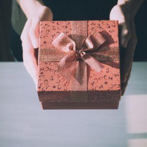 Eine Geschenkbox für ein Fotoshooting