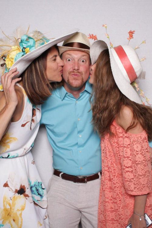 Ein Familienfotoshooting mit Vater, Mutter und Tochter