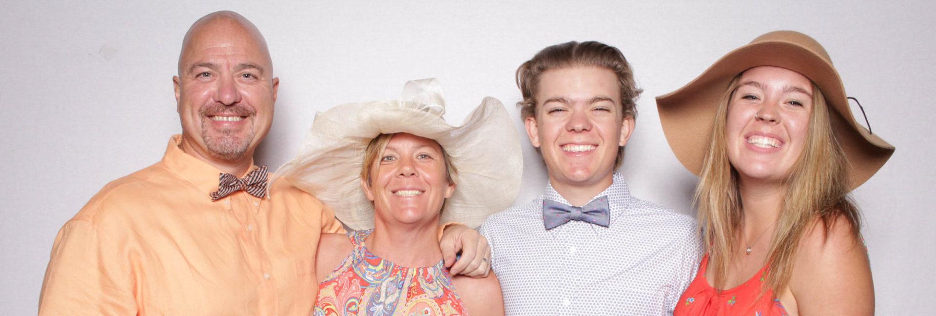 Eine Familie bei einem Fotoshooting